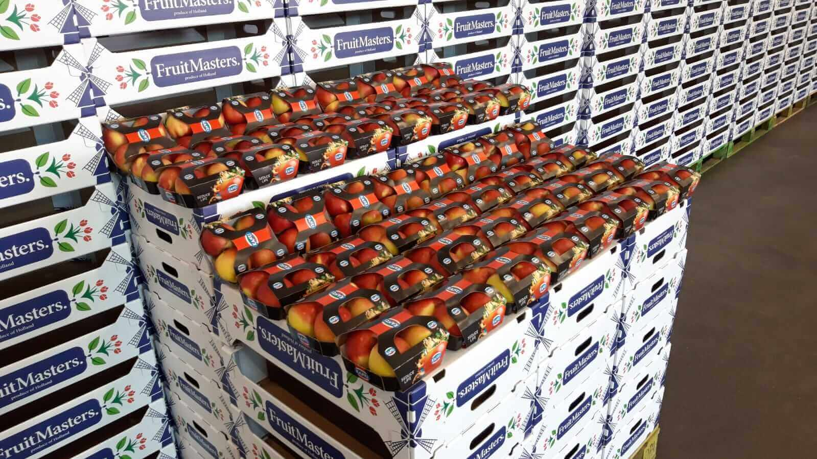 Apples packed with the JASA sleeve